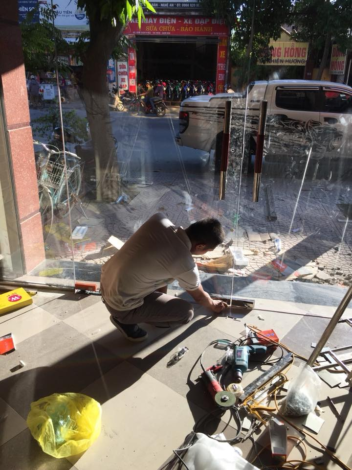 Bạn cần lắp đặt kính cường lực tại Anh Sơn - Nghệ An?
